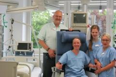 Dr. Peter Henn und Mitarbeiterinnen der Intensivabteilung